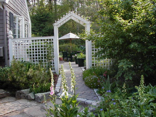 Field notes observations by denise for Lattice garden fence designs